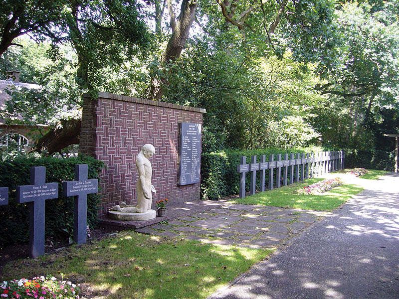 Momument for the Stijkel group with crosses remembering the executed members